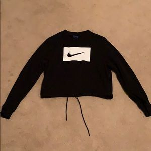 Nike long sleeved shirt with string to sinch